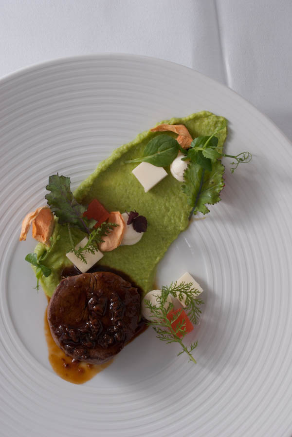 filet mignon | erbse | 2 x melone | parmesan | morchel | kräuter - unbearbeitet