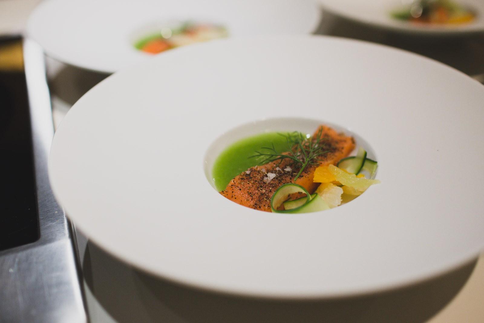 """""""Coho Lachs """"mi-cuit"""" · Zitrusfrüchte · Cous Cous Salat · Gurke"""""""