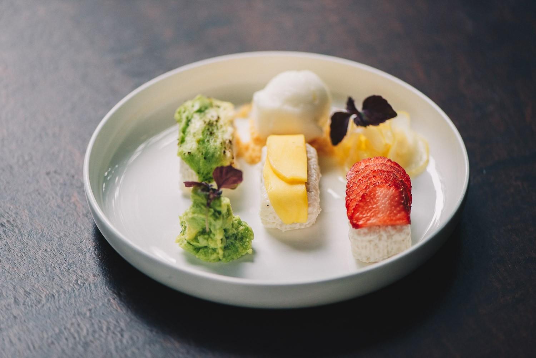 Sweet Sushi Temptation mit Ingwersorbet, süßer Guacamole und einegelegter Zitrone